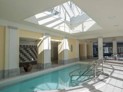 bain romain luzéa